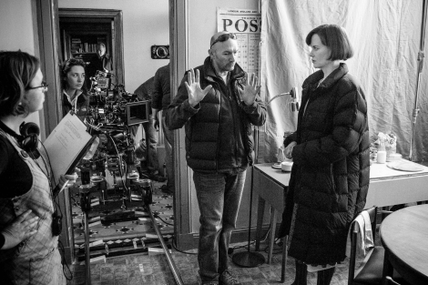 Jonathan Teplitzky directs Nicole Kidman on the set of 'The Railway Man'